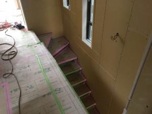 階段工事完了、手すり施工前